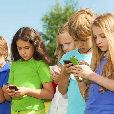 hijos con celular
